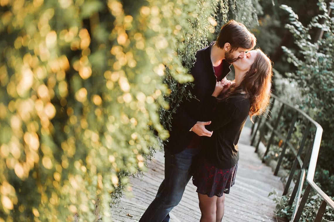 photo couple baiser ruelle