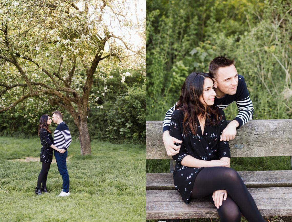 couple sous des cerisiers blanc en fleurs