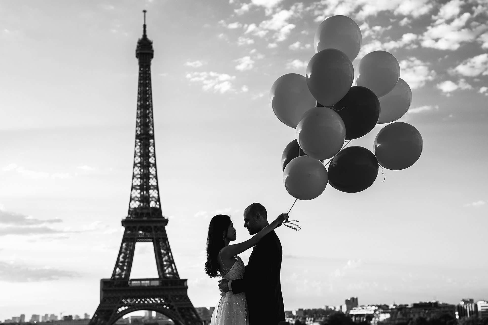 photographe couple paris tour eiffel